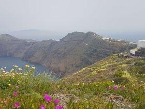 fira to oia hike around santorini caldera