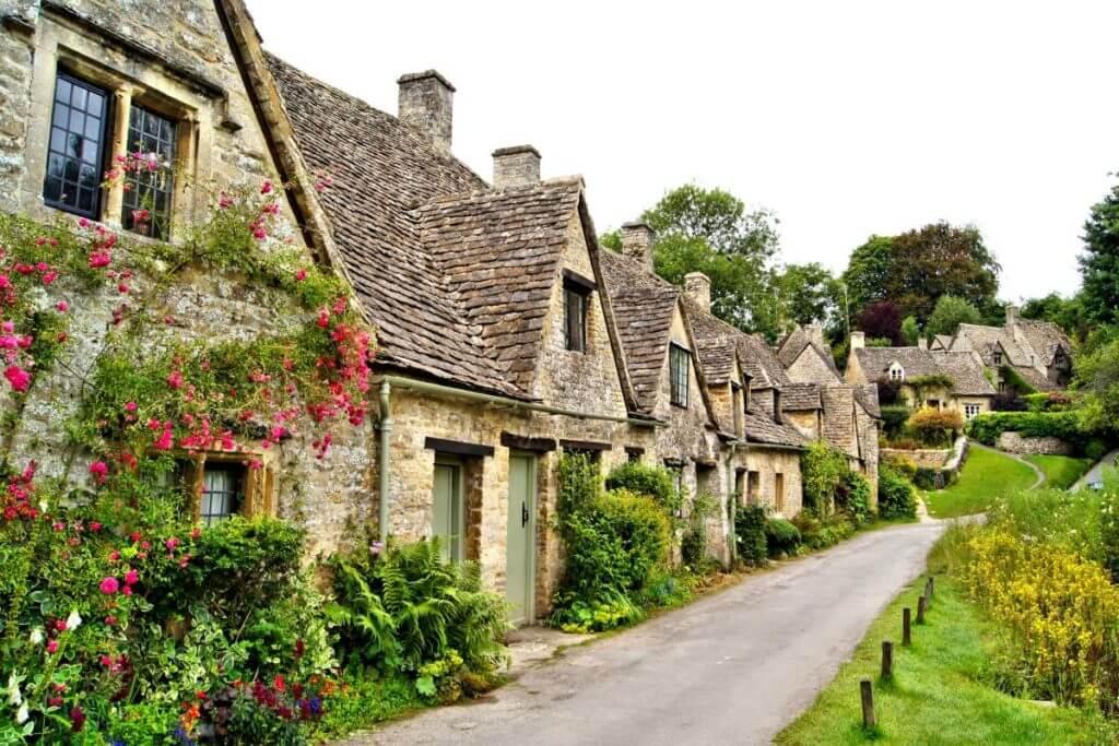 english travel destination - cotswolds