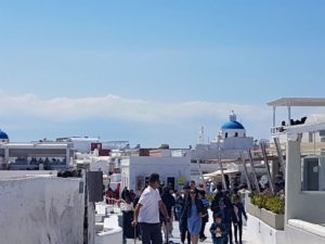 Oia-tourists-in-winter