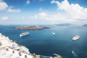 your-trip-to-santorini-cruiseships