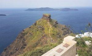 Path to skaros rock on santorini caldera cliff-top hike