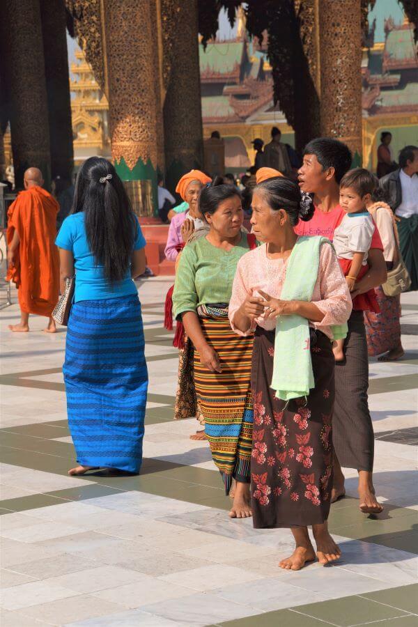 no shoes worn at Shwedagon pagoda when visitng Myanma'rs Shwedagon Pagoda