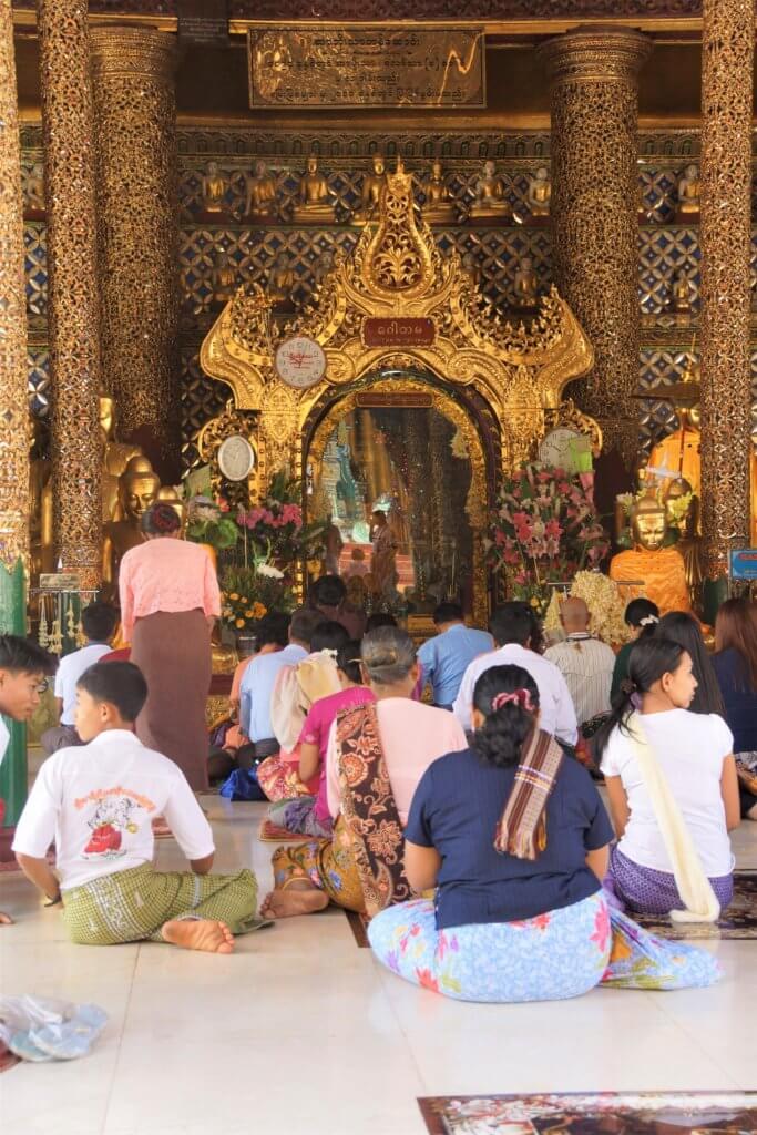 gautam buddha shrine shwedagon pagoda
