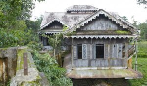 Bahan teak house