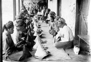 Traditional Slamatan Java culture through food