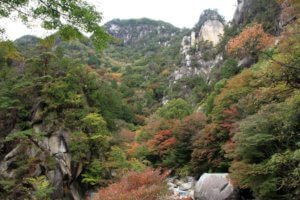 Mitake Shosenkyo gorges and Kakuenbo with red autumn leaves