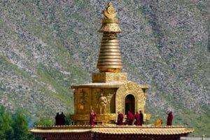 Gongtang Pagoda with monks_Tibet