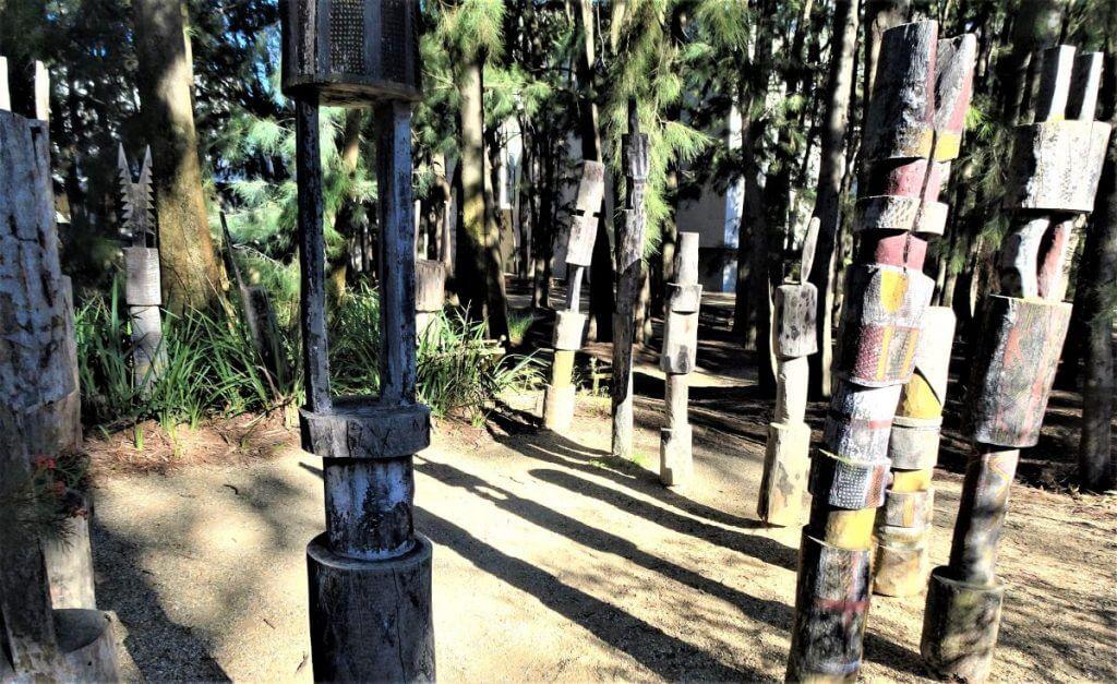 Pukami burial poles